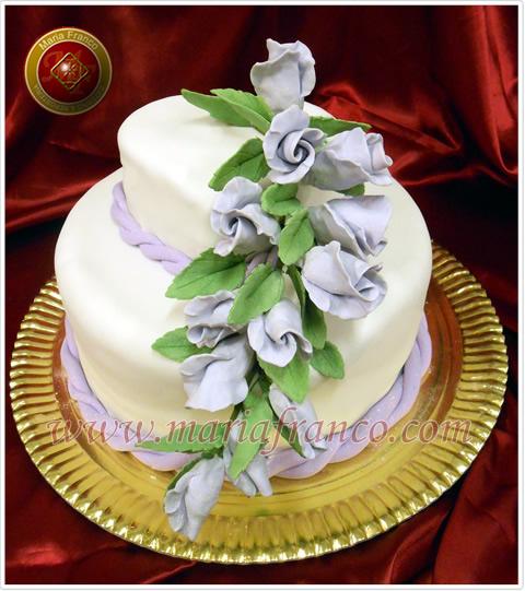 Torta de bodas con flores Lilas - Reposteria Artesanal - Pastelería Artística - Servicio de Lunch - Catering - Huevos de Pascua - Pan Dulces