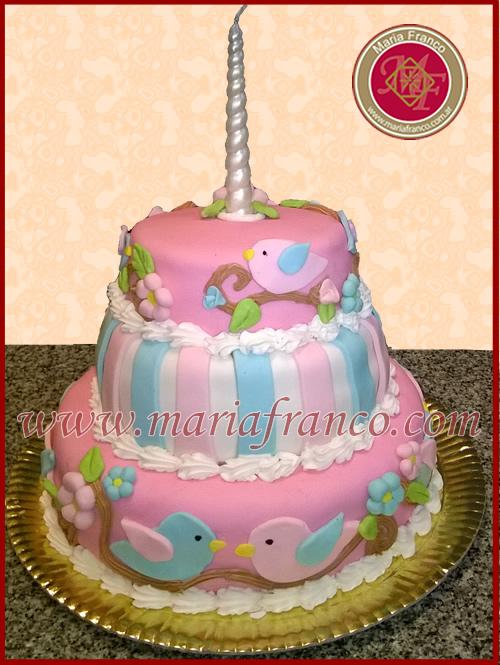 Torta de Cumpleaños forrada en fonda. www.mariafranco.com - Reposteria Artistica - Pasteleria Artesanal - Servicio de Lunch - Catering - Chocolatería - Sandwich de Miga