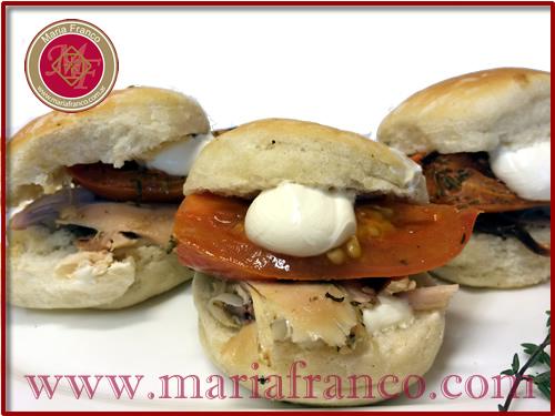 Figazzitas de pollo. tomates asados y queso philadelphia - Servicio de Lunch - Chocolateria Artesanal - Pastelería Artisitca - www.mariafranco.com